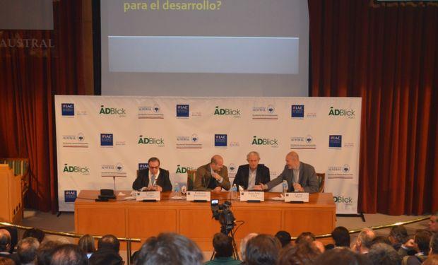 """Panel sobre """"Contexto socio - económico y las Perspectivas de Mediano Plazo"""" en Argentina Visión 2020."""