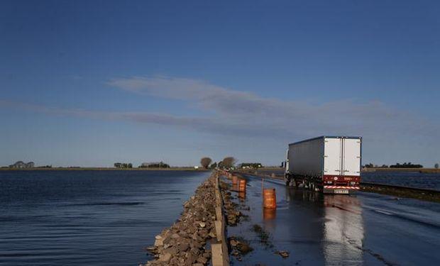 Inundacion a orillas de la ruta 8, en Arias, provincia de Cordoba. Foto: Diego Lima