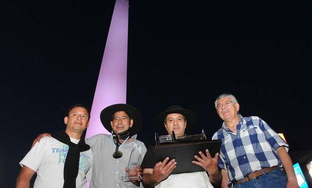 Los mendocinos Carlos Gallardo y Francisco Araya se llevaron el máximo premio del primer Campeonato Federal del Asado.