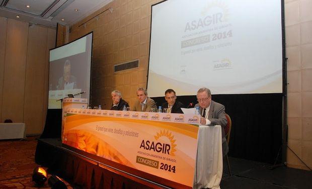 Luis González Victorica, de Cazenave y Asoc., Hernán Pettinari, de Syngenta, y Francisco Morelli, de Cargill, abrieron la mañana.