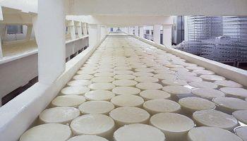 La paritaria con los trabajadores lácteos seguirá el viernes y hay varios bonos bajo análisis