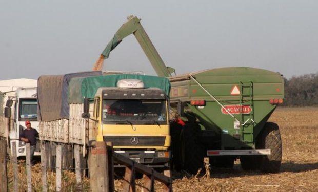 El aumento del gasoil se va a llevar casi el 1% del valor en tranquera de la producción de granos de Argentina.
