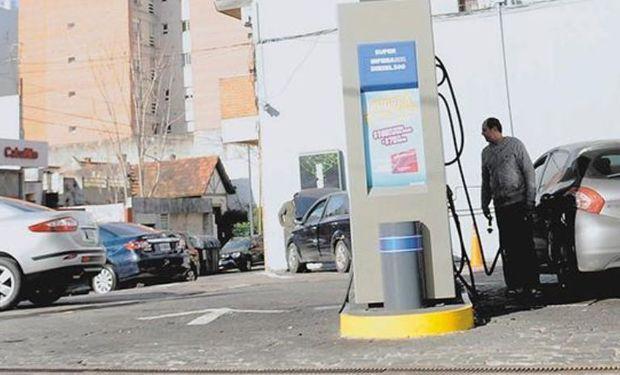 Con escaso costo político después de las elecciones legislativas del 22 de octubre, la primera suba será en las naftas y el gasoil.