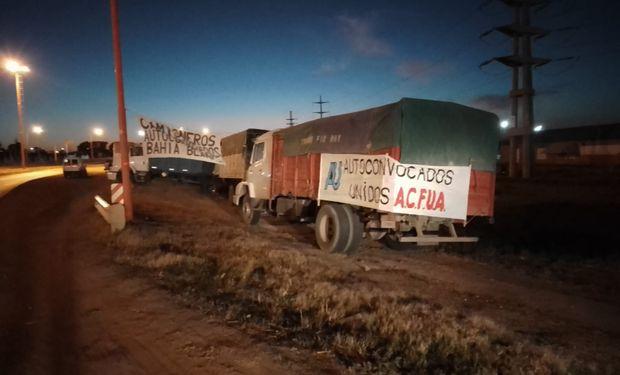 Puertos de Bahía Blanca bloqueados: transportistas reclaman por la normativa de peso y potencia