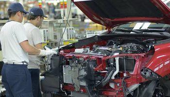 Destacan signos alentadores en las ventas de automóviles y tres pick ups lideran los patentamientos