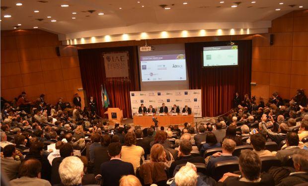 De izquerda a derecha: José Demicheli, Renato Falbo, Mauricio Macri, Marcelo Paladino y Juan José Aranguren. Segundo Panel de AV 2020.