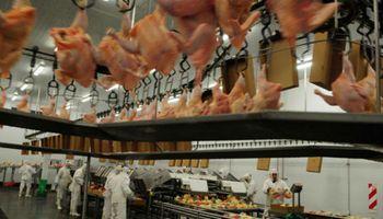 Productor brasileño de alimentos BRF vende planta avícola argentina