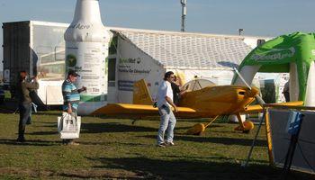 Demostraciones dinámicas y conferencias en el sector de aviación agrícola