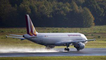 La tragedia golpea otra vez a Francia: cayó un avión y hay 148 muertos