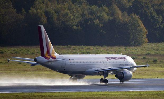 El avión que protagonizó la tragedia, que según informó el diario galo tenía 24 años de antigüedad, era un Airbus A320.