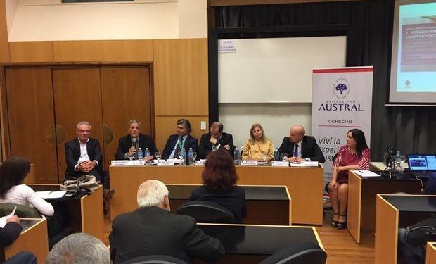 Durante el encuentro en la Austral se anunció el inminente tratamiento de un proyecto de ley en Diputados.