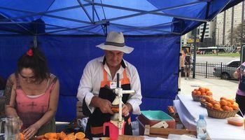 Jugos naturales: del pueblo de las mandarinas al centro porteño