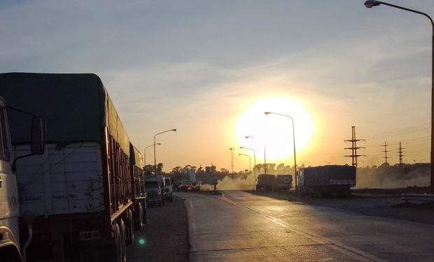 Cuatro días de paro: transportistas mantienen el bloqueo en los puertos de Bahía Blanca y Necochea