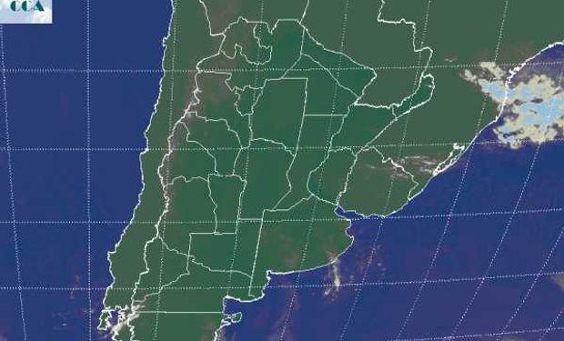 La imagen satelital muestra la persistencia y el predomino a gran escala de cielos despejados.