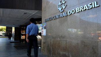 Brasil: subió dólar a máximo en 10 años