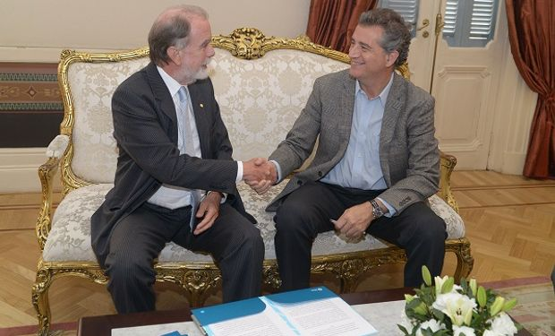 El ministro de Agroindustria de la Nación, Luis Miguel Etchevehere junto al presidente del Banco de la Nación Argentina, Javier González Fraga realizaron el anuncio.