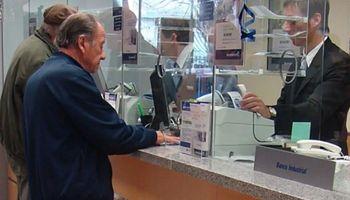Hoy abren los bancos: cómo pedir turnos y qué trámites se pueden realizar