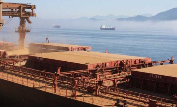 Autoridades portuarias dijeron que no podían estimar cuánto tiempo tomará moverlo.
