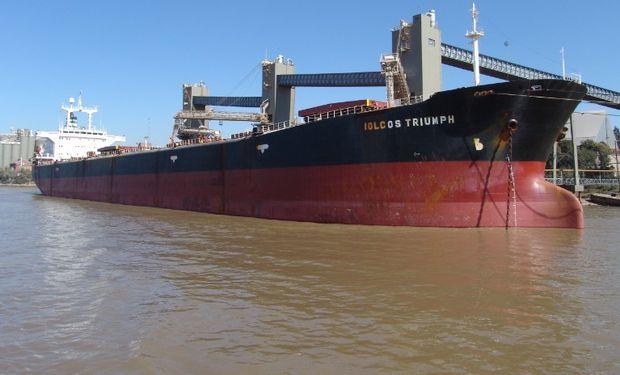 Más de 100 barcos con granos están demorados en Argentina