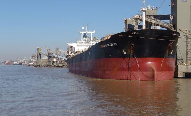 Barco en el puerto de Rosario.