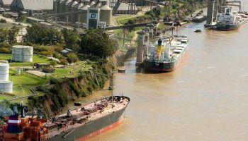 Santa Fe y la Bolsa de Comercio de Rosario plantearon una hidrovía más eficiente y competitiva