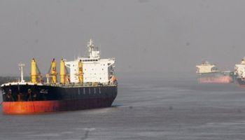 Crece el conflicto portuario: hay 100 buques varados