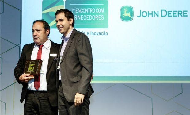 Lic Claudio Omar Bartoloni con Marcos Andrei Roncari - (Regional Logistics Manager at John Deere) Campinas -Sao Paulo - Marzo 2016.