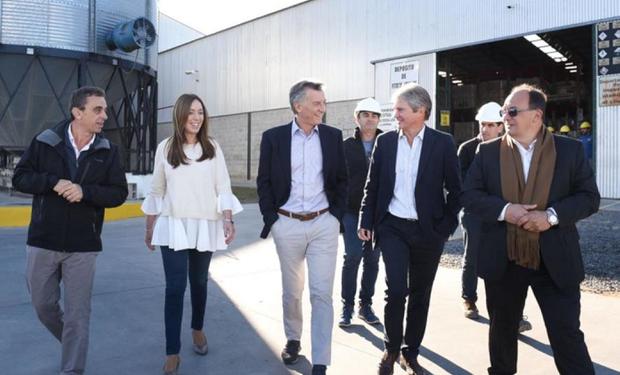 Macri visitó junto a Vidal la sucursal de Saladillo de Bayá Casal, una empresa dedicada a la comercialización de insumos agropecuarios.