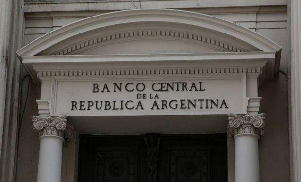 Medida de la entidad bancaria: el BCRA busca aumentar la oferta de dólares para frenar la suba de la divisa en el mercado local.