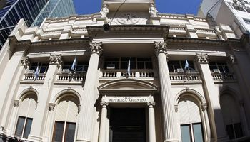 BCRA afloja cepo a importadores tras conseguir u$s 610 millones esta semana