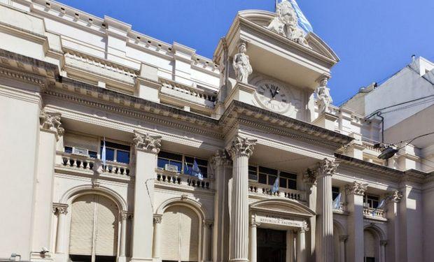 """""""El Gobierno se financia emitiendo pesos -dice Maximiliano Castillo, director de la consultora económica ACM-."""