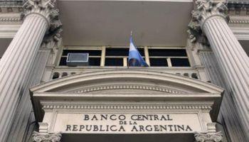 El BCRA libera a exportadores el exceso de dólares en bancos