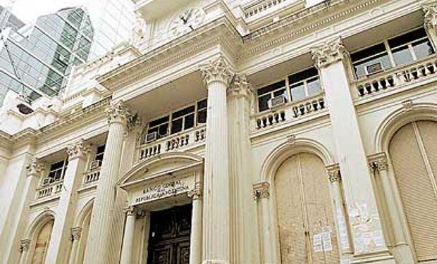 Dólares: BCRA compra 62% más que en junio