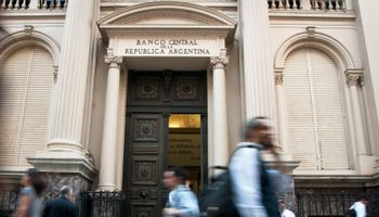 Millonario giro del BCRA para paliar el déficit