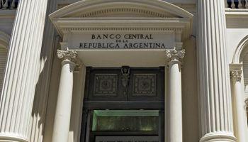 El BCRA dejó altas las tasas de corto plazo y bajó más las de largo