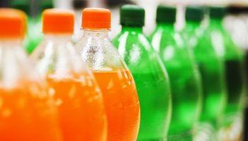 Recomiendan a los gobiernos aplicar impuestos a las bebidas azucaradas