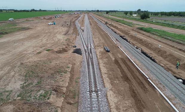 La obra permitirá el ingreso directo del tren a las grandes terminales agroexportadoras, que podrán recibir el doble de granos.