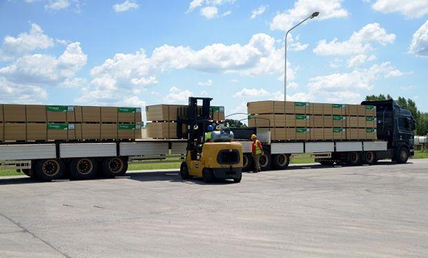 El convoy trasladó tableros MDF para la elaboración de muebles y revestimientos.