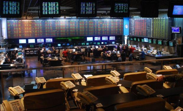 La fuerte suba del dólar también le dio protagonismo a los bonos, junto a los insistentes rumores de acuerdo con holdouts.