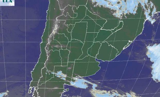 La foto satelital presenta una vasta zona de cielos despejados tomando la zona agrícola principal de Argentina, Paraguay, Uruguay y sur de Brasil.