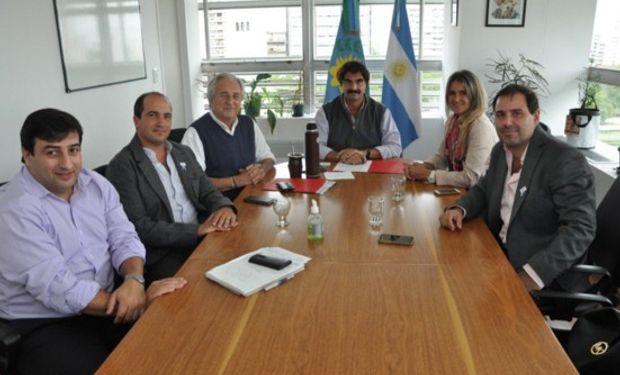 Sarquís firmó convenio con AAPRESID para capacitación de productores bonaerenses.