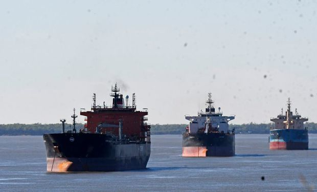 Hidrovía: Argentina fondeó una boya en el inicio del Canal Magdalena y señalan que quedó habilitado