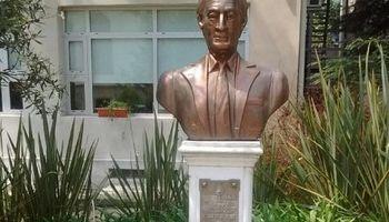 """Afirman que al busto de Kirchner en Agroindustria no lo sacaron por """"un tema ideológico"""""""