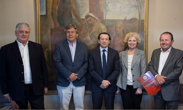 El ministro Dante Sica junto a directivos de CAFMA.