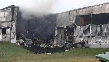 """""""No se salvó nada"""": el fuego consumió a una planta de chacinados emblema de Tandil"""