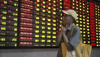 Bolsa de Shanghai se hundió más del 8%