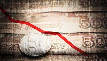 Rusia no puede detener la corrida: el rublo cayó 11%