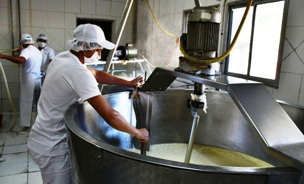 """Cámaras empresarias inauguraron el centro tecnológico lácteo """"más importante de América Latina"""" en Santa Fe"""
