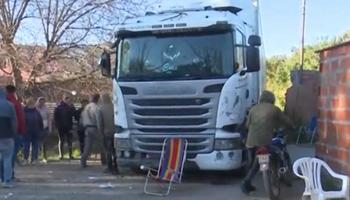 Se perdió: vecinos toman de rehén al conductor de un camión que iba al frigorífico Swift de Rosario