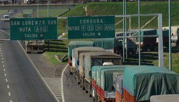 Importante congestión de camiones afecta la descarga de granos